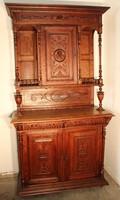 Antik,dúsan faragott tálaló szekrény