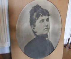 Régi, antik nagyméretű viktoriánus hölgy, női portré fotó, fotográfia, arckép díszes paszpartuban