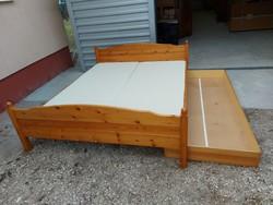 Eladó  fenyő franciaágy (2 ) ágyráccsal , matracokkal és ágynemű tartóval.