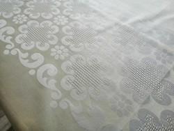 Vaníliakrémszínű selyemdamaszt terítő 160 x 130 cm