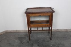 A136 Antik teázóasztal, bárszekrény