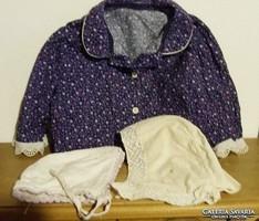 Régi antik babaruha:baba, gyermek sapka, sapkák és egy kislány ruhaderék egyben