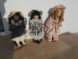 Szép, hibátlan porcelánfejű babák (45 cm magasak) tartóval együtt