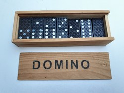 Retro játék régi domino fadobozban