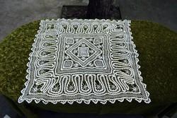 Horgolt csipke kézimunka lakástextil dekoráció abrosz asztal terítő 105 x 105cm szalaghorgolás ritka