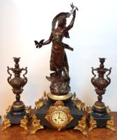 3 részes restaurált antik szobros francia kandallóóra szett
