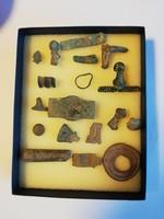 Ókori római bronz, különböző fibula 18 darab