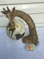 Lenyügöző Zsiráf dísz dísztárgy figura szobor - Tojás a szájában - Kő figura faragva