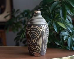 Retro kerámia váza - matt alapon sárga fényes spirálmintával - csigamintás - Tófej?