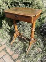 Bécsi barokk  varróasztal, kis asztal.