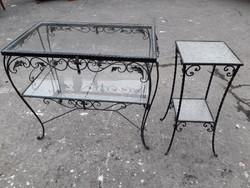 2 db vas  asztal , állvány, virágtartó.
