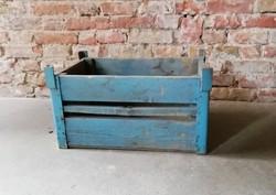 Láda, régi vasalt szállító láda, loft, ipari