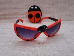 Szép állapotú katica bogár posztó tűpárna hozzá egy összecsukható katicás gyerek napszemüveggel