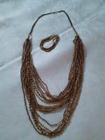 Dekoratív arany színű nyaklánc és karkötő