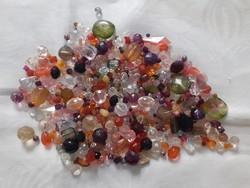 Gyönyörű üveghatású akril gyöngyök