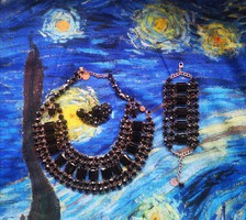 Fekete csillogó köves MNG nyakék bross karkötőt ékszer szett