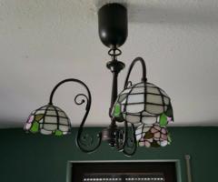 Meseszép Tiffany mennyezeti lámpa/ csillár 15. (3 búrás, kovácsoltvas jellegű lámpatesttel)