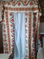 Retró dekor függöny drapériával.
