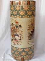 Kínai porcelán váza, aranyozott, matricás díszítéssel, XX.szd második fele.Sérülésmentes.