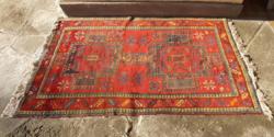 Régi keleti kézi csomózású szőnyeg, geometrikus mintával