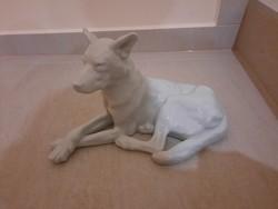 Herendi fehér fekvő porcelán kutya figura