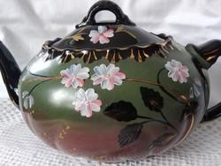 Antik vastagfalú, virágos porcelán kanna ritkább fekete-zöld színben