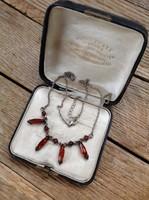 Ezüst nyaklánc borostyán kővekkel díszítve