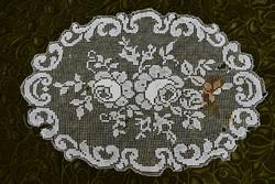 Rece csipke kézimunka terítő , asztalközép dekor rózsa minta dísz csipke 45 x 31 cm sérült állapot