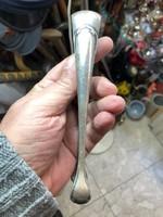 Ezüst cukorfogó, 17 cm-es hosszúságú, lakberendezéshez kiváló.