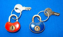2 db,színes,  zománcos, Caro Elzett lakat kulcsával