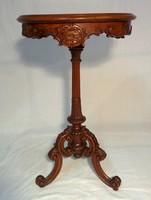 Barokk kerek asztal