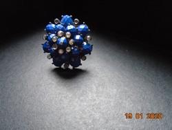 Látványos,nagy, sok királykék színű fazettált kövekkel dekoratív gyűrű