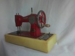 Antik szovjet fém játékvarrógép -eredeti festéssel működik