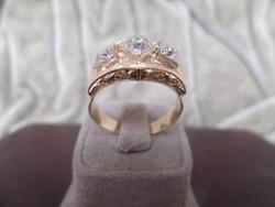 Brilles arany gyűrű vésett díszítéssel