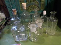 8 db régi , főleg gyógyszeres üveg egyben , sérülésmentes állapotban .