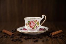 Royal Jewel angol porcelán csésze, azonos márkájú alátét tányérral