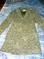 Csipkés gallérú, gépi hímzett tavaszi kabát