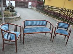 Gyönyörű, teljesen restaurált antik szecessziós szalongarnitúra 2 szék, 1 pad, kék bársony kárpittal