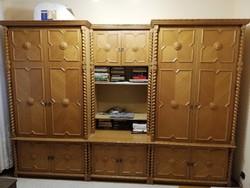 Koloniál szekrénysor, 5+1 elemmel és dohányzóasztallal
