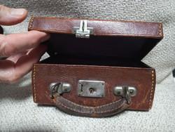 Békebeli borotválkozó készlet bőröndje