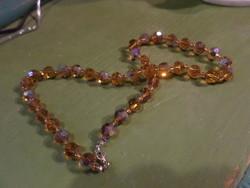 57 cm-es , lüszteres fényű , mézsárga , fazettált üveggyöngyökből álló nyaklánc .