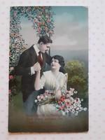 Régi feliratos levelezőlap 1916 szerelmespár rózsák között