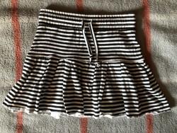 Fekete-fehér csíkos szoknya