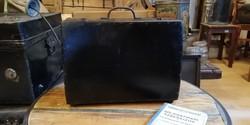 Fa kis bőrönd, régi uzsonnás táska, dekoráció