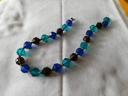 Kék-zöld műanyag nyaklánc