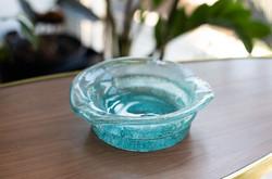 Retro karcagi (berekfürdői) fátyolüveg hamutál - ritka türkiz kék repesztett üveg hamutartó