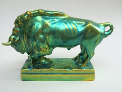Régi pajzspecsétes Zsolnay porcelán eozin álló bika javított