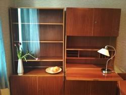 Két retró mid-century szekrény eladó, szekreteres, vitrines