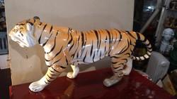 Német porcelán tigris szobor, 40 x 18 cm-es nagyságú darab.