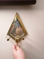 Tükrös fali gyertyatartó, réz és csiszolt üveg.